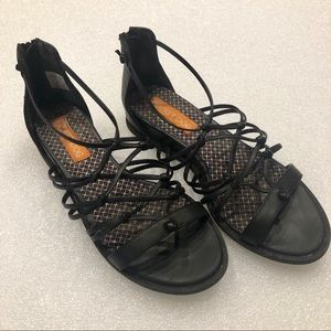Rocket Dog Crisscrossed Stretchy Black Sandals S-7
